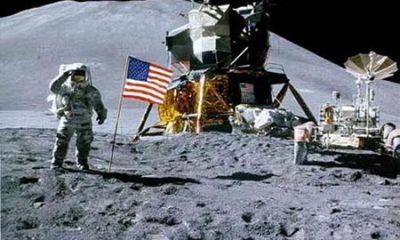 2563luna-astronauta-astrored