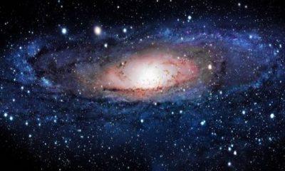 ¿Sabías que la vía láctea se mueve impulsada por un vacío extra galáctico?