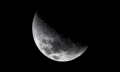 Flota de OVNIS pasan frente a la luna