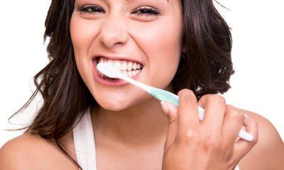 ¿Sabías que ellas se lavan los dientes más que ellos