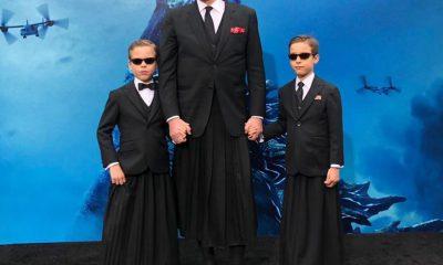 Miguel Bosé y sus hijos posaron con falda en alfombra roja