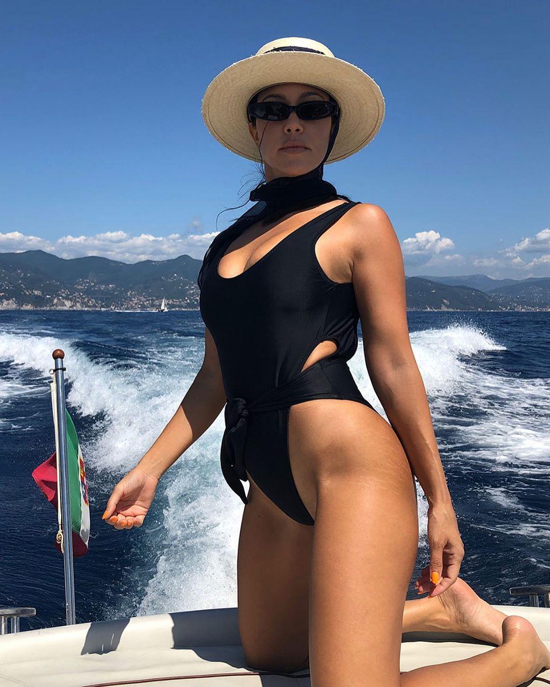 Kourtney Kardashian lució sus estrías