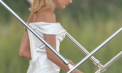 Hailey Bieber sorprendió en un vestido de Vivienne Westwood