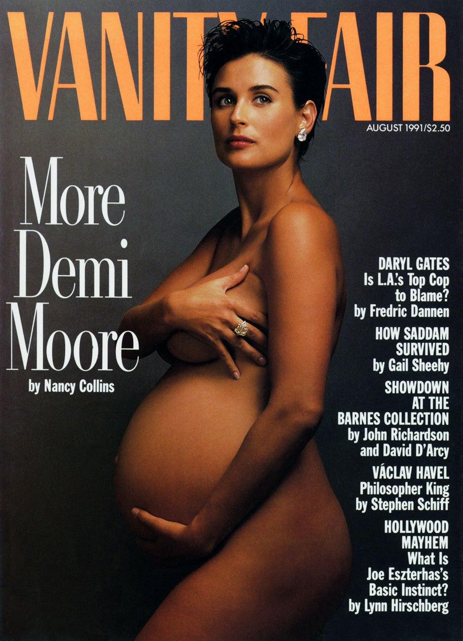 Demi Moore posó junto a portada de hace 30 años