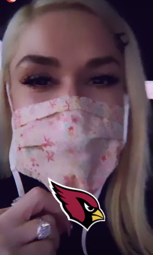 Gwen Stefani mostró su anillo de compromiso