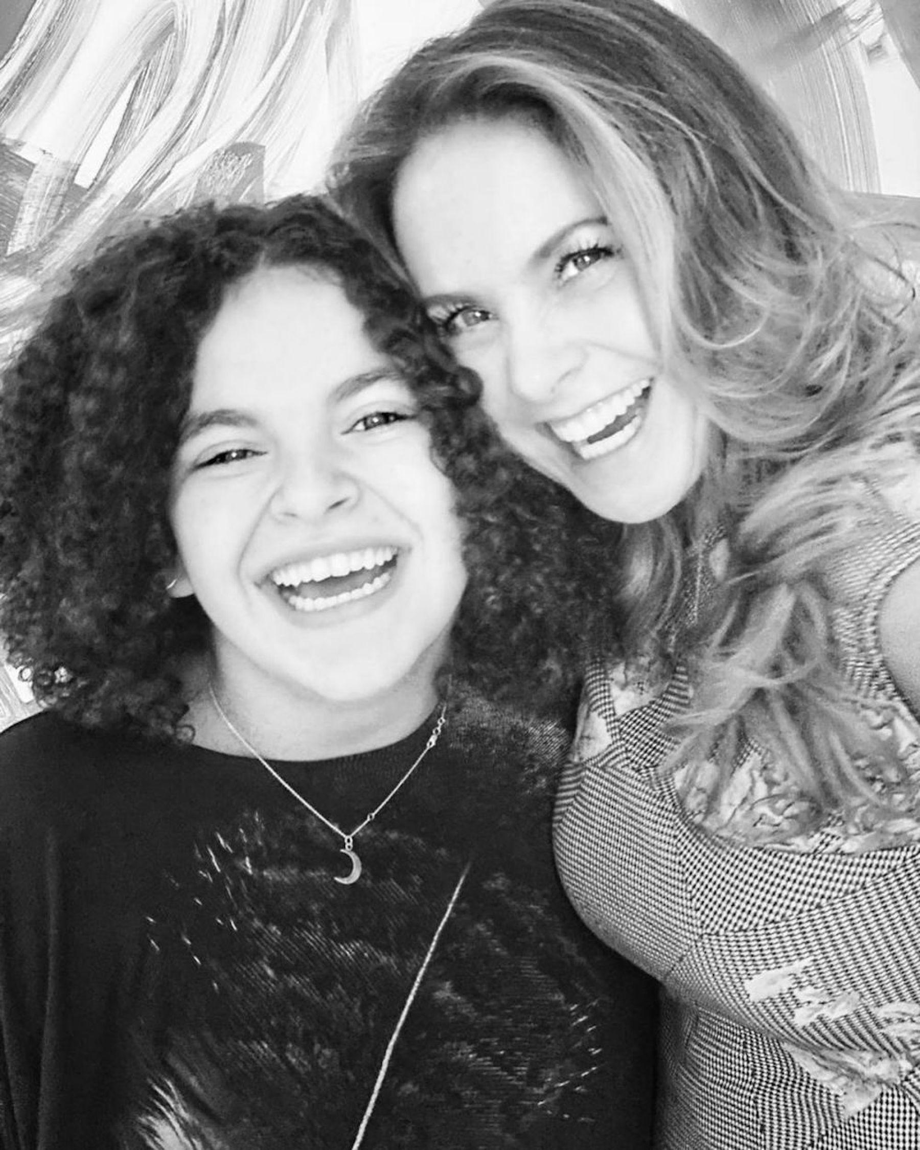 Lucero y su hija cantaron juntas en un escenario