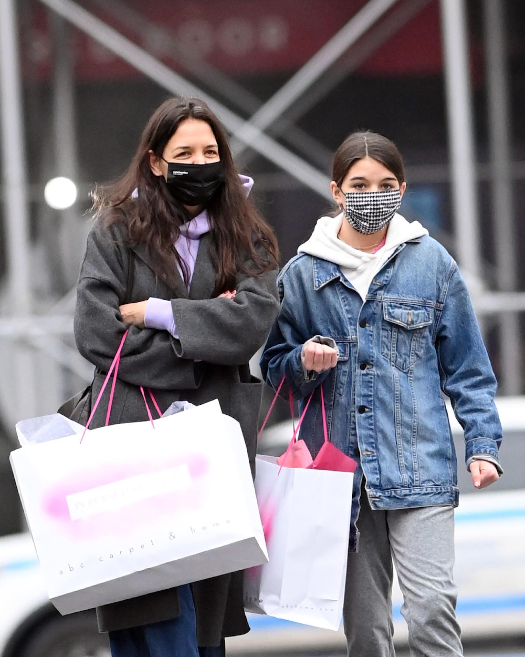Katie Holmes y Suri Cruise siempre de shopping